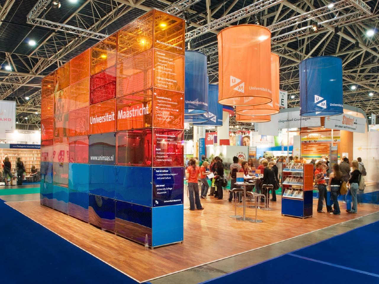 Beursstand Universiteit Maastricht - design: ontwerpbureau VA