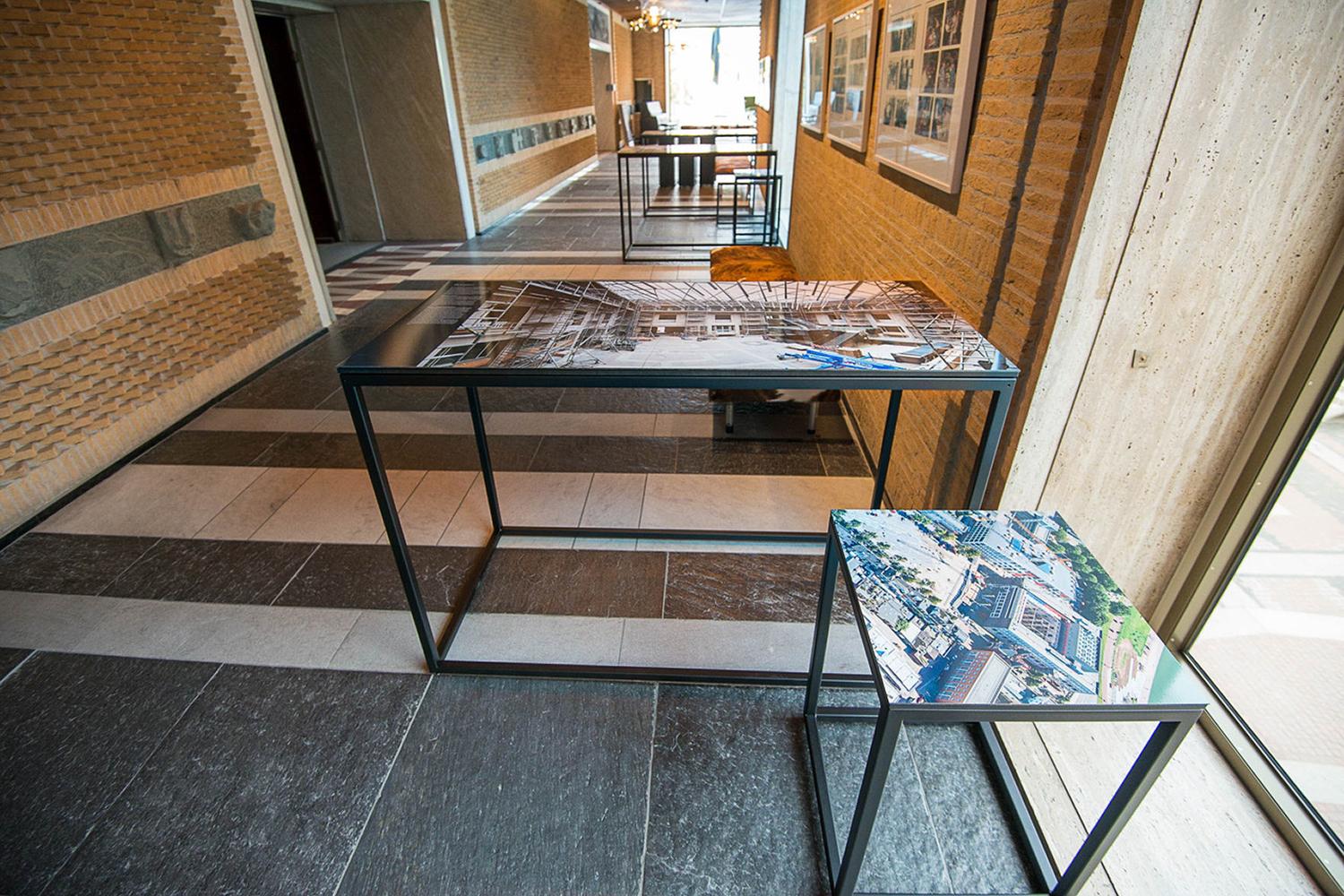 panelen tafels tentoonstelling in provinciehuis